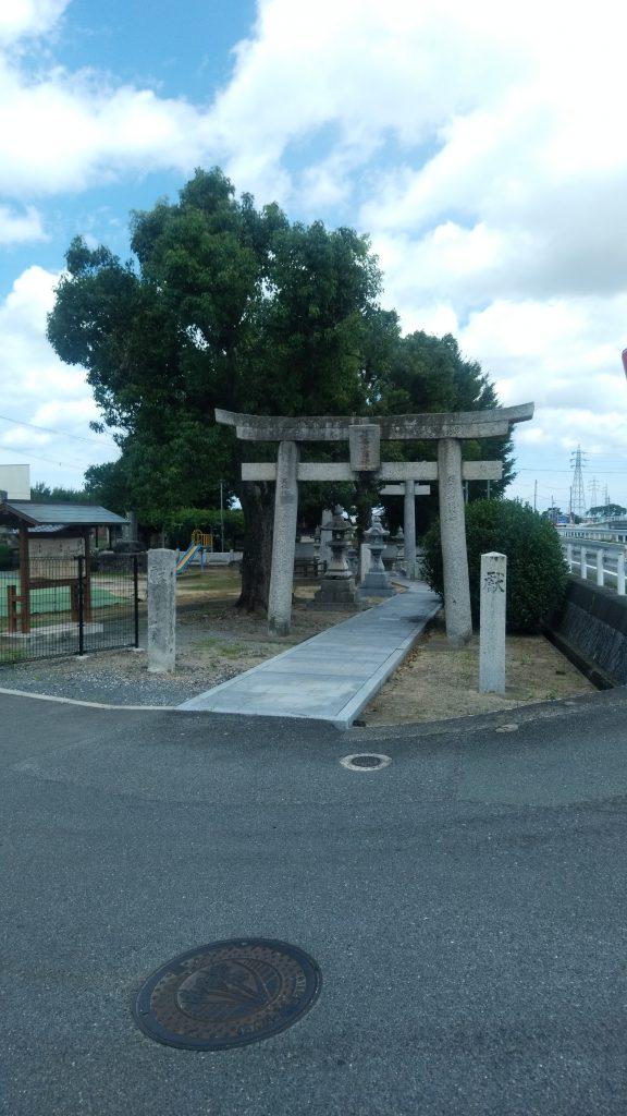 目の前にあります歴史ある井手神社