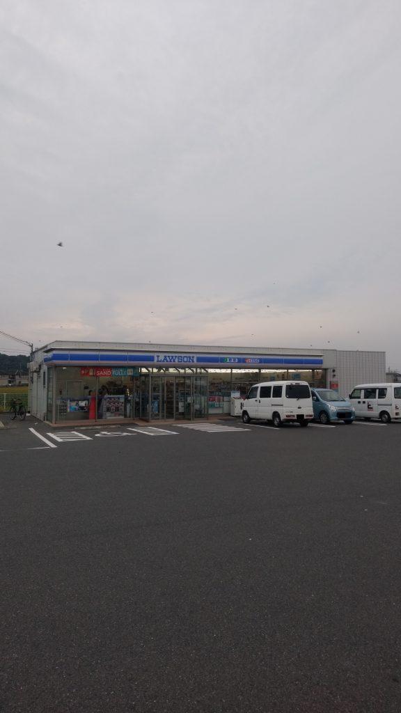 ローソン遠賀木守店。歩いて5分(350m)