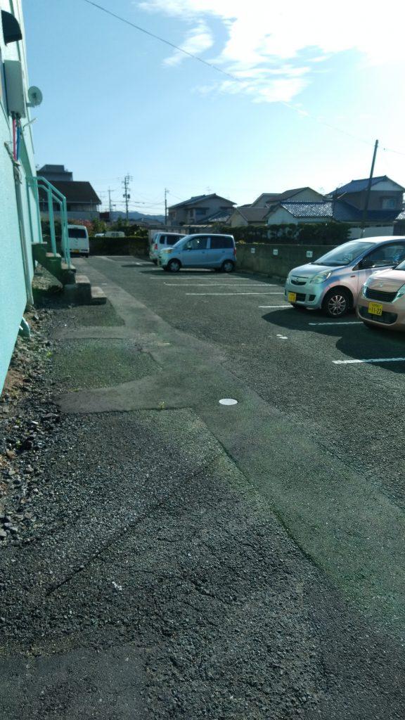 建物裏側駐車場