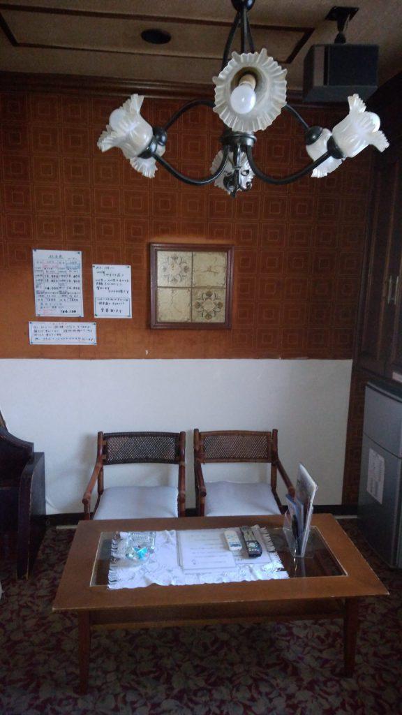 ちょっとしたテーブル。お食事や書類整理等に