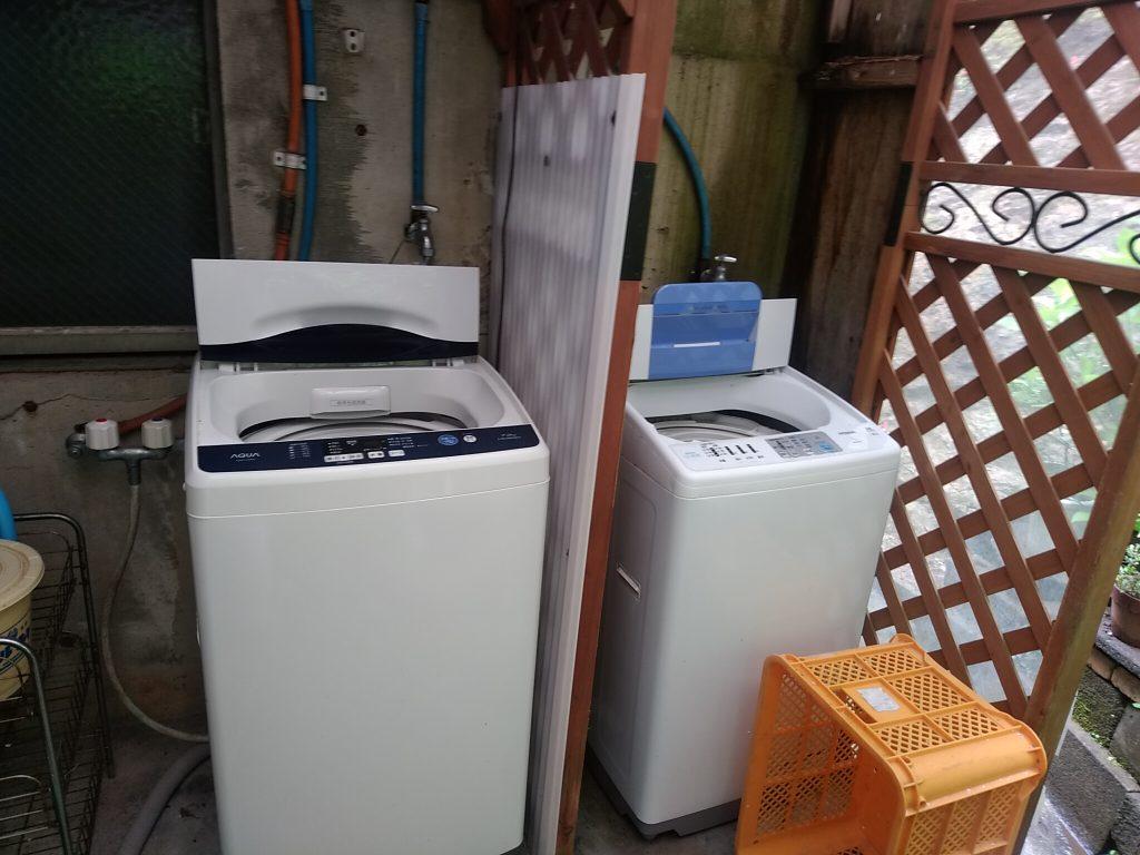 共用の洗濯機。洗剤類のご準備をお願いします