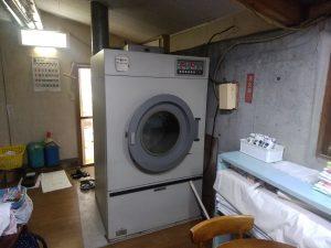 こちらは業務用の大型乾燥機。お急ぎの時重宝