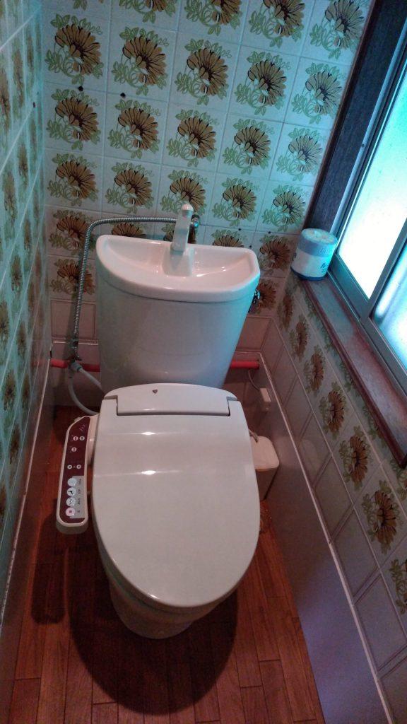 新品の温水洗浄便座